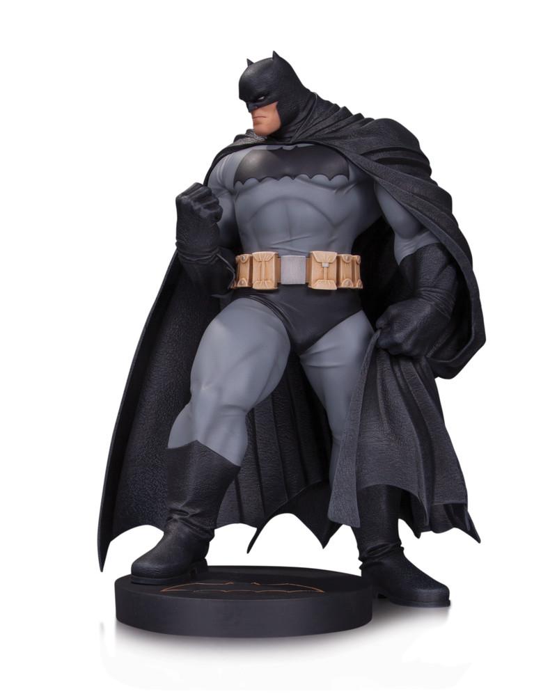 DC_Comics_Designer_Series_Kubert_Statue_sRGB_56469b2b34d6b5.58416947