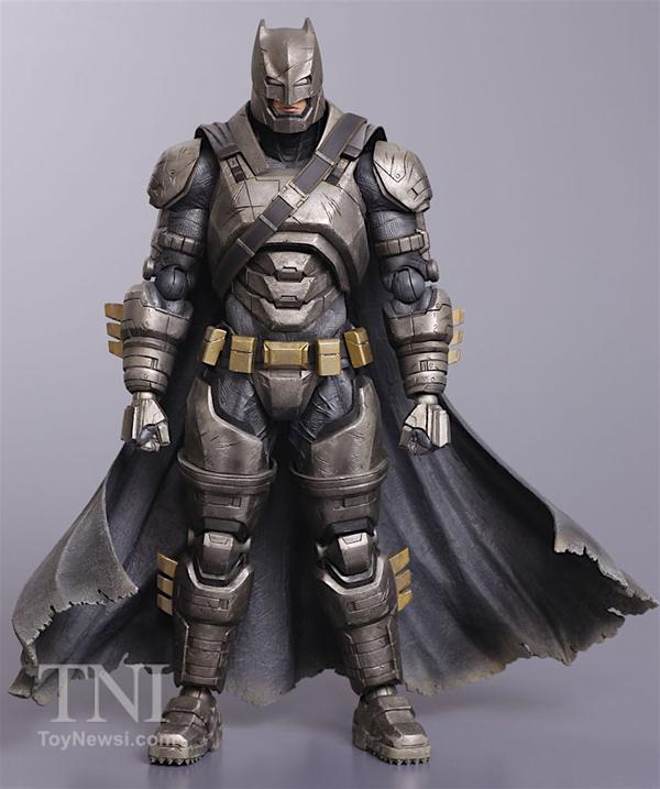 SquareEnix - Armored Batman Figure Hi Res__scaled_600